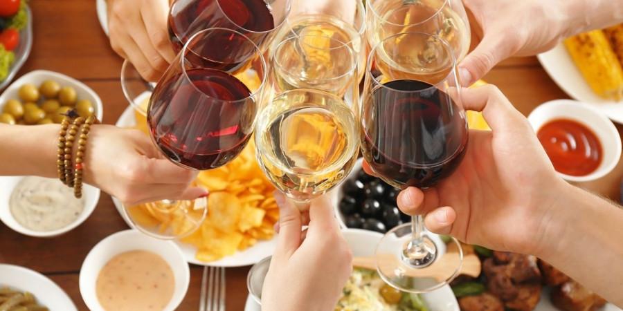 Escoger el vino para las noches de verano