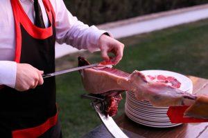 Incluir un cortador de jamón para eventos